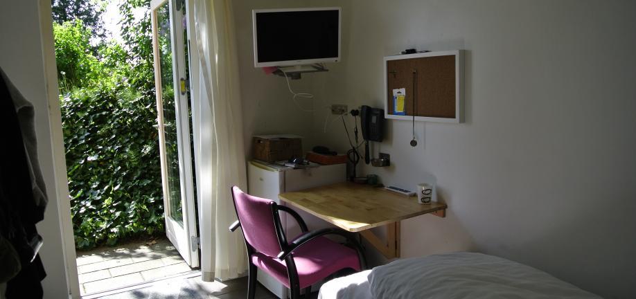 Billede taget indefra et af herbergets værelser.